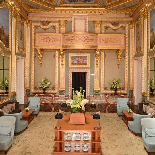 https://agm.oceanx.network/wp-content/uploads/2020/06/5-star-hotel-douro-living-room-540x540.jpg