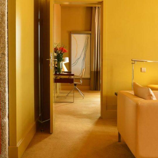https://agm.oceanx.network/wp-content/uploads/2020/06/5-star-hotel-douro-suite-nicolau-nason-living-room-540x540.jpg