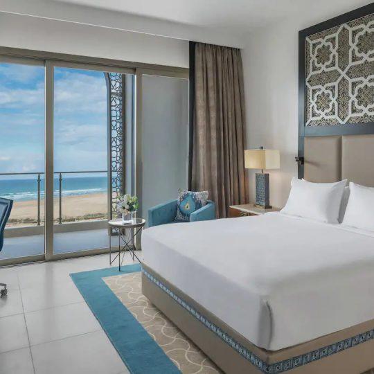 https://agm.oceanx.network/wp-content/uploads/2021/08/tngah-junior-suite-bedroom-540x540.jpg
